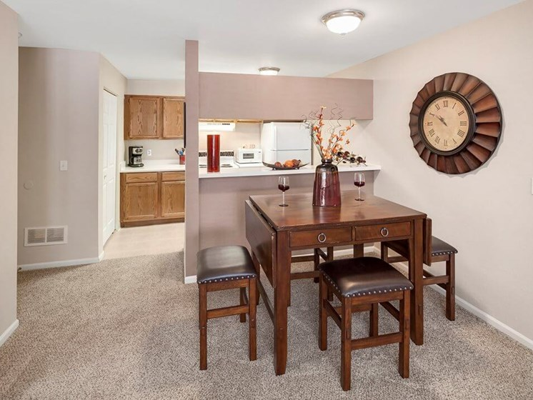 dining area at Burwick Farms apartment homes