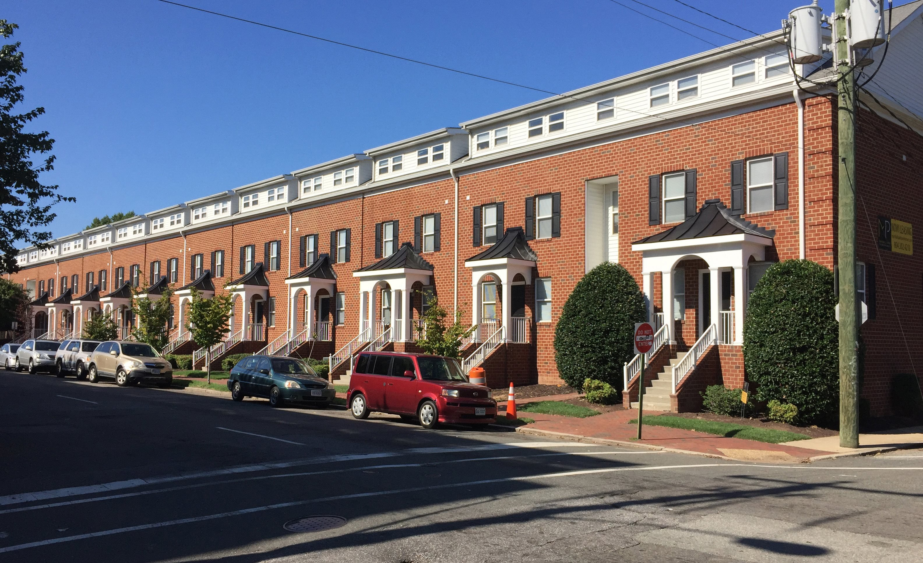 Exterior street view of Marshall Park Townhomes in Richmond VA and VCU Campus