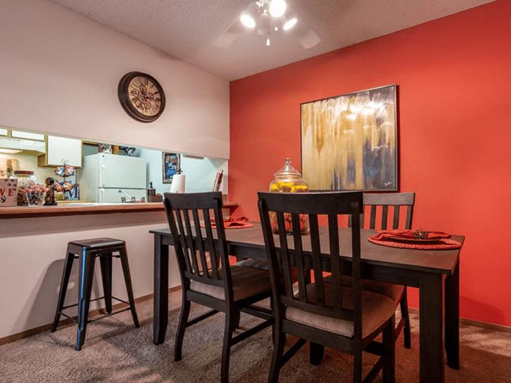 Dining Area at The Retreat at Woodridge Apartments