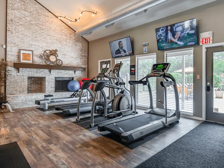 treadmills & cardio machines at The Retreat at Woodridge