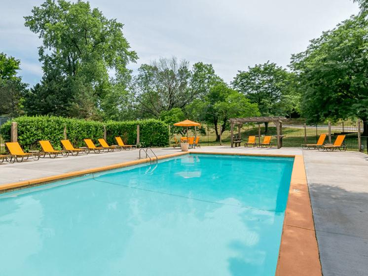The Retreat at Woodridge apartments swimming pool