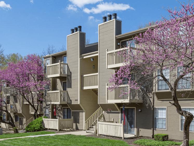 The Retreat at Woodridge Apartments in Lenexa KS