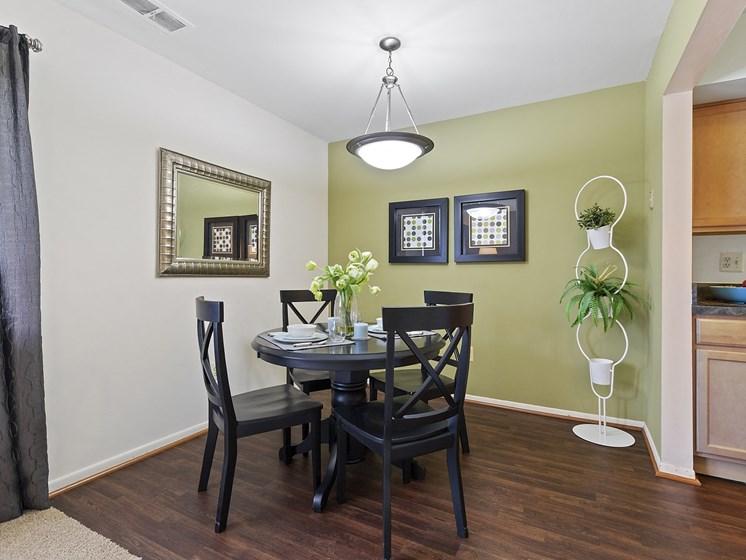 Dining Room at Drawbridge Apartments East, MI 48045