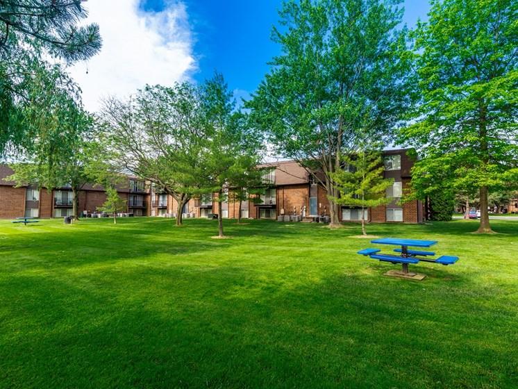 Courtyard view at Drawbridge Apartments, Michigan 48045