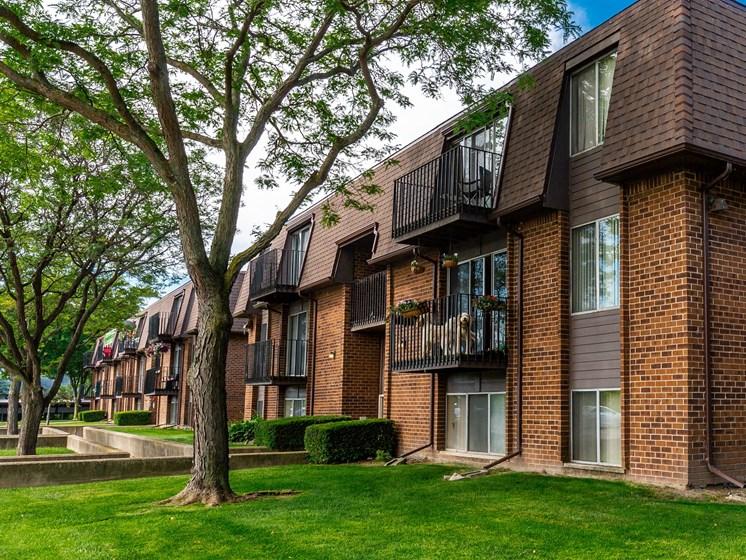 Exterior building image, Drawbridge East Apartments, Harrison Township, Michigan