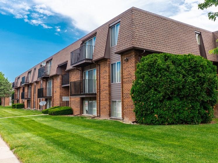 Drawbridge Apartments Exterior, Harrison Township, MI 48045