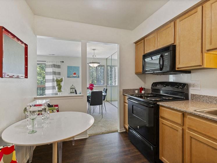 Upgraded kitchen, luxury, Southfield, MI near 696 and 12 mile