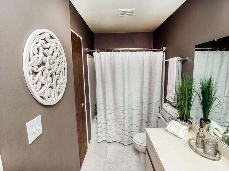 Elaborate bathrooms at Park Lane Apartments, 48033