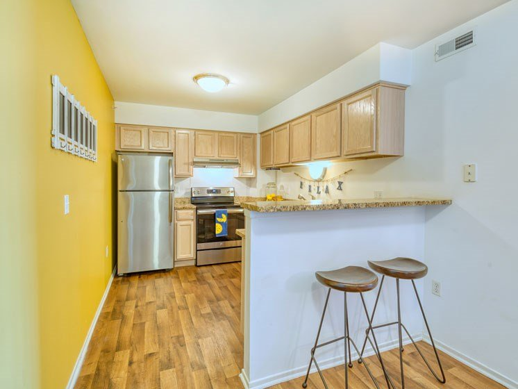One bedroom kitchen with breakfast bar