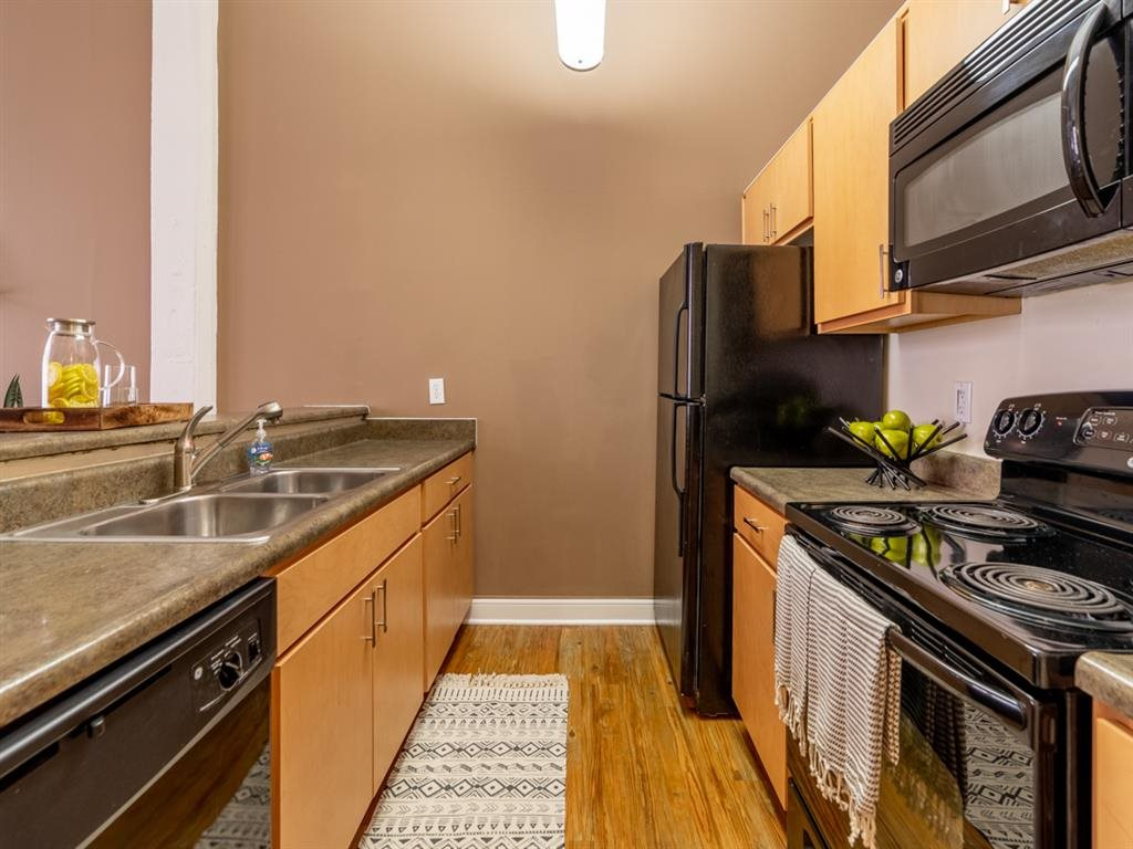 Fully Equipped Eat-In Kitchen at Buckingham Urban Living, Indianapolis, IN, 46204