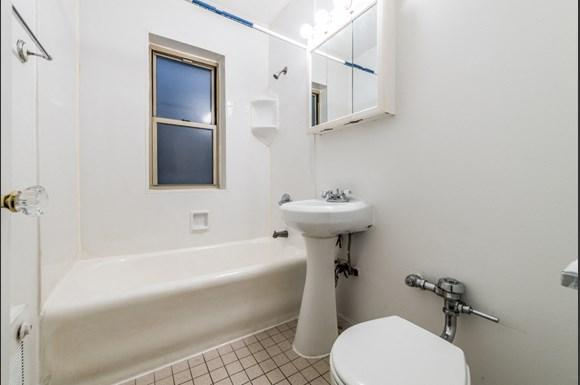 Austin Apartments for rent in Chicago   5957 W Madison Bathroom