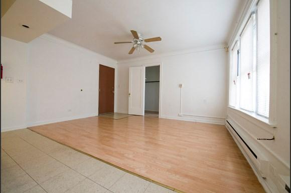 Austin Apartments for rent in Chicago   5957 W Madison Living Room