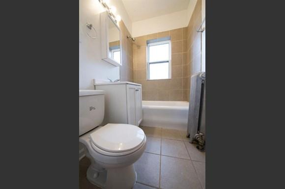 7934 S Wabash Ave Apartments Chicago Bathroom