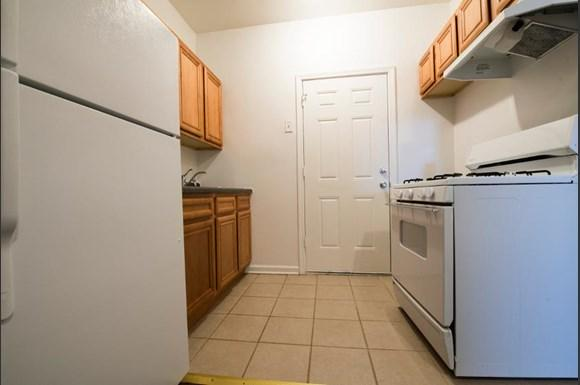 7934 S Wabash Ave Apartments Chicago Kitchen