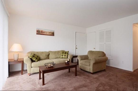 Pangea Cedars Apartments Indianapolis Living Room