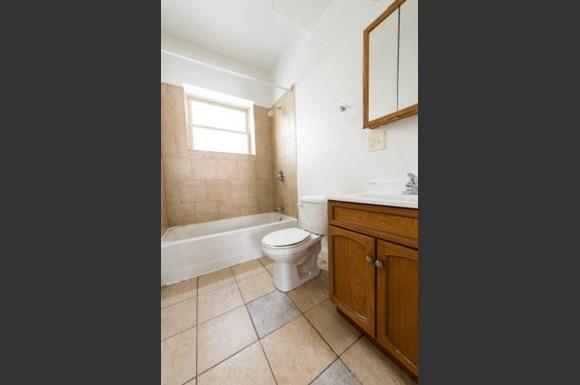 7241 S Phillips Ave Apartments Chicago Bathroom