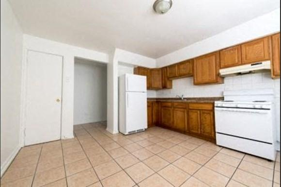 7901 S Paxton Ave Apartments Chicago Kitchen