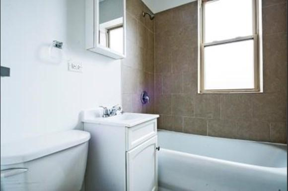 Bathroom of  1108 E 82nd St Apartments in Chicago
