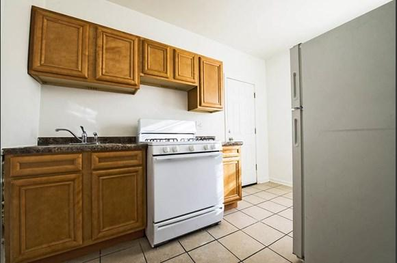 4815 W Cortez St Apartments Chicago Kitchen