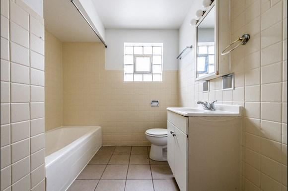 Chatham Apartments for rent in Chicago | 8345 S Drexel Ave Bathroom