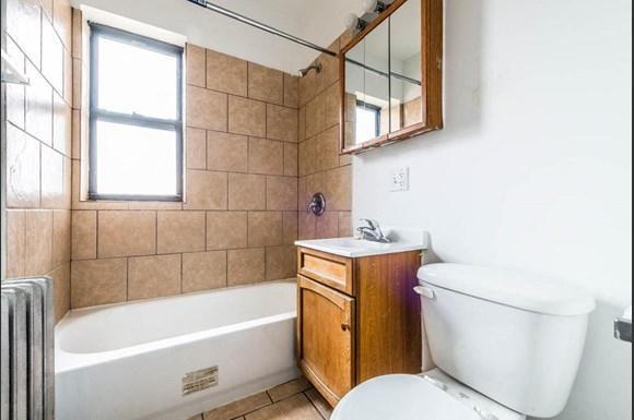 7440 S Phillips Ave Apartments Chicago Bathroom