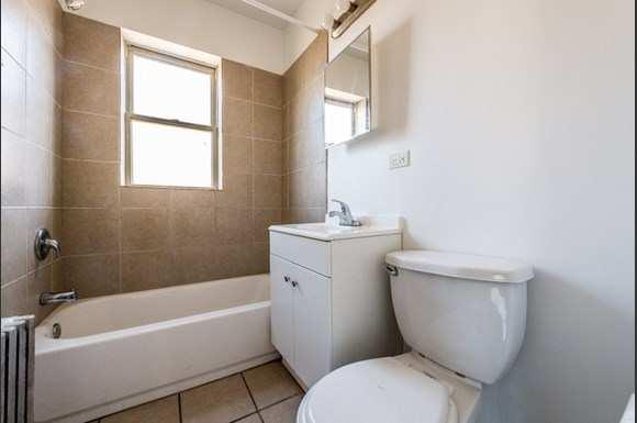 7701 S Stewart Ave Apartments Chicago Bathroom