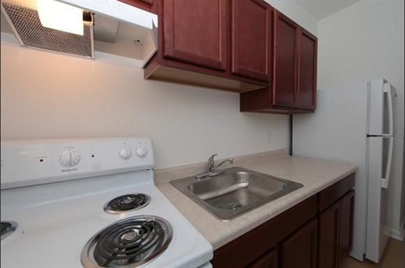 3302 Clifton Ave Apartments Baltimore Kitchen