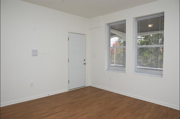 3302 Clifton Ave Apartments Baltimore Living Room