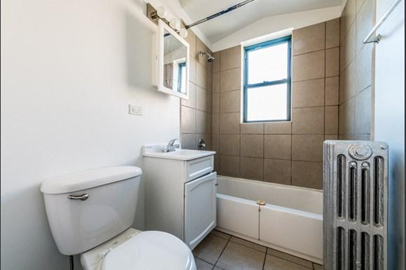 South Shore Apartments for rent in Chicago   7700 S Kingston Bathroom