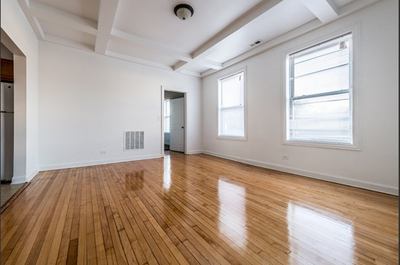 South Shore Apartments for rent in Chicago | 2817 E 77th St Dining Room
