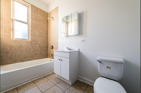 South Shore Apartments for rent in Chicago | 2817 E 77th St Bathroom