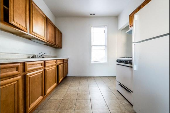 South Shore Apartments for rent in Chicago   2817 E 77th St Kitchen