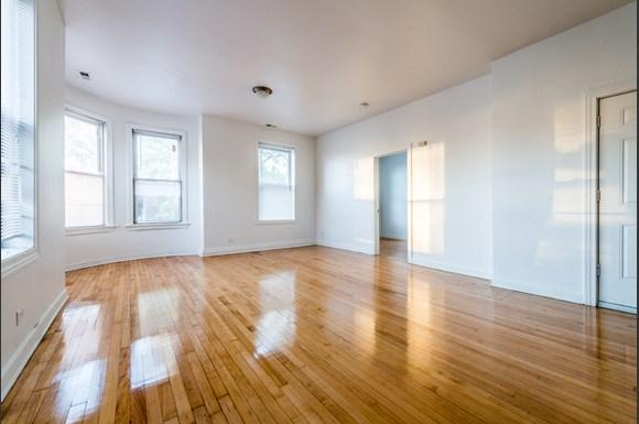 South Shore Apartments for rent in Chicago | 2817 E 77th St Living Room