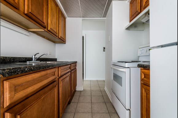 Maywood Apartments for Rent   2115 S 4th Ave Kitchen