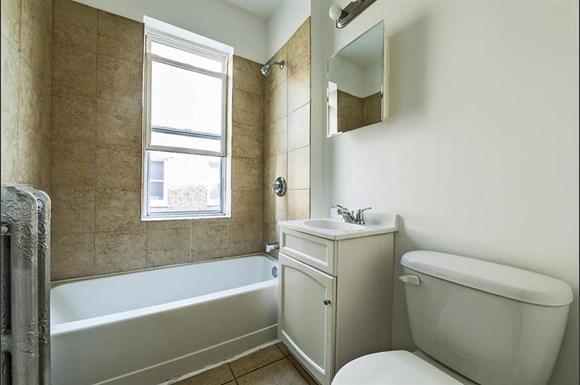 8251 S Ellis Ave Apartments Chicago Bathroom