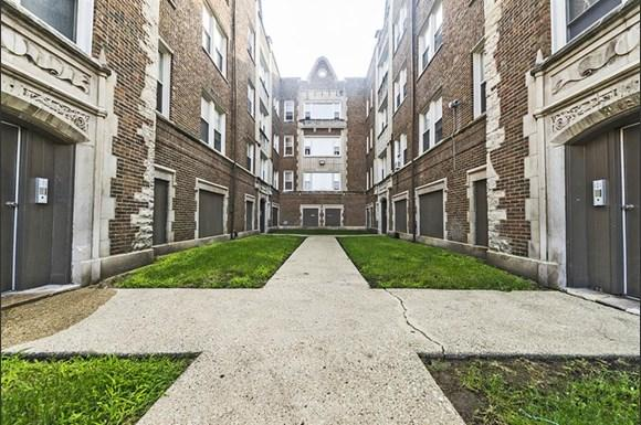 8251 S Ellis Ave Apartments Chicago Exterior
