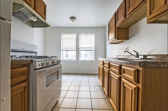 8251 S Ellis Ave Apartments Chicago Kitchen
