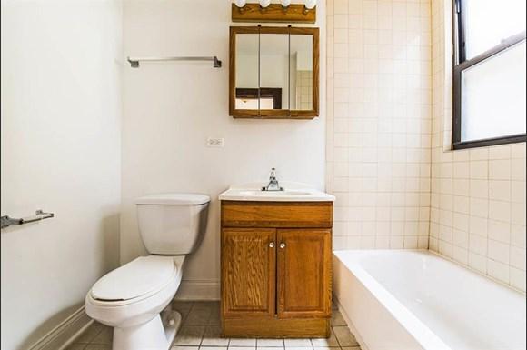 6458 S Fairfield Ave Apartments Chicago Bathroom