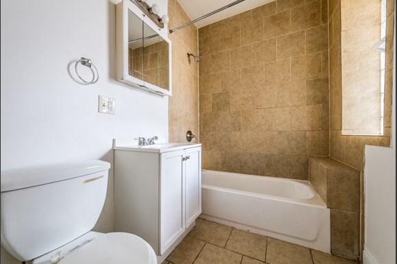Auburn Gresham Apartments for rent in Chicago | 8000 S Paulina Bathroom
