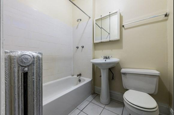 Park Manor Apartments for rent in Chicago   212 E 69th Pl Bathroom