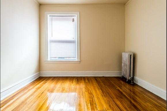 Park Manor Apartments for rent in Chicago   212 E 69th Pl Bedroom