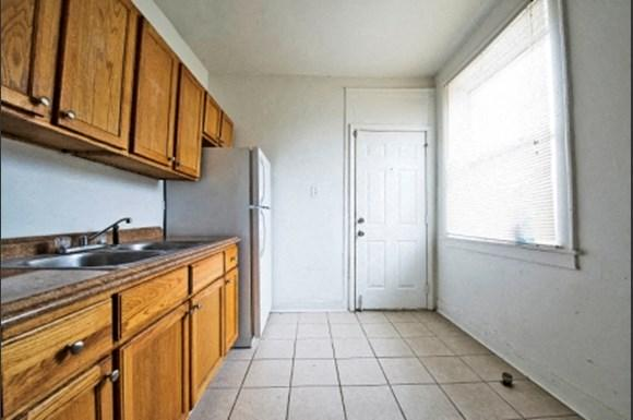 Park Manor Apartments for rent in Chicago   212 E 69th Pl Kitchen