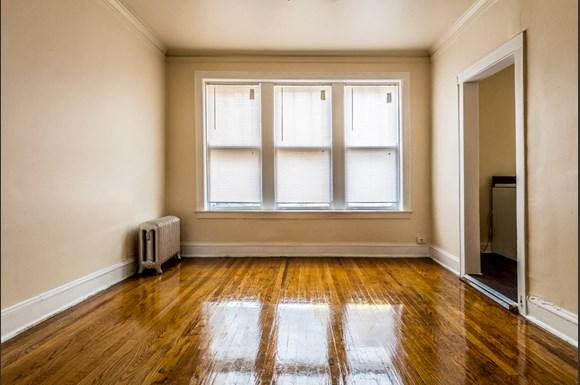Park Manor Apartments for rent in Chicago   212 E 69th Pl Living Room