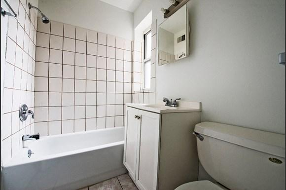 8152 S Evans Ave Apartments Chicago Bathroom
