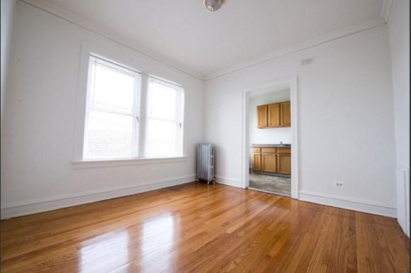 7917 S Drexel Blvd Apartments Chicago Living Room