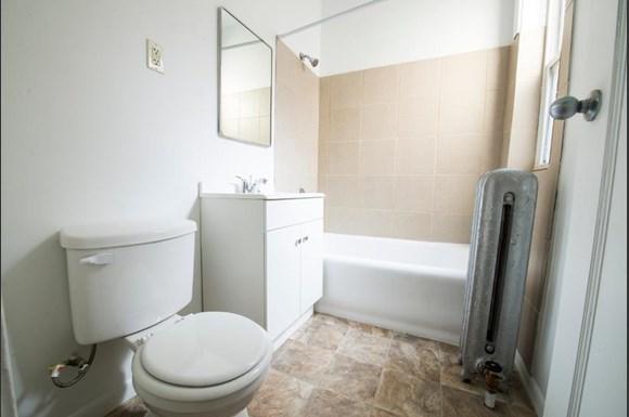 7917 S Drexel Blvd Apartments Chicago Bathroom
