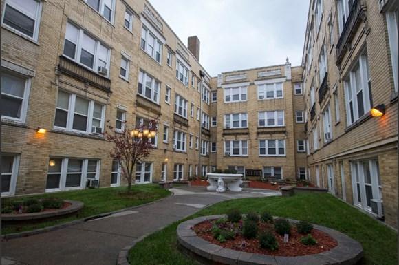 4901 S Drexel Blvd Apartments Chicago Courtyard