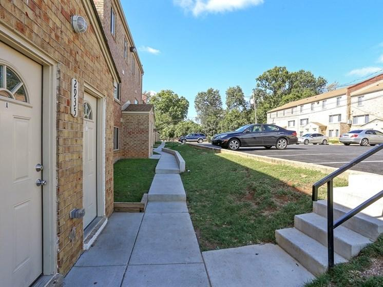 Garwyn Oaks Apartment Parking