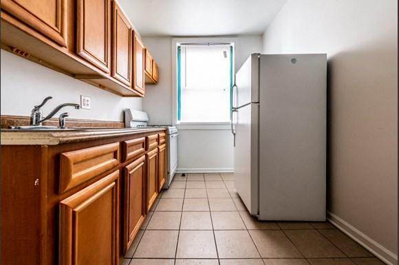 South Shore Apartments for rent in Chicago   2900 E 91st St. Kitchen