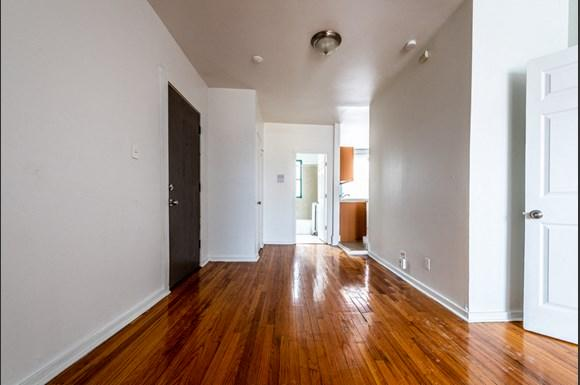 South Shore Apartments for rent in Chicago   2900 E 91st St. Living Area
